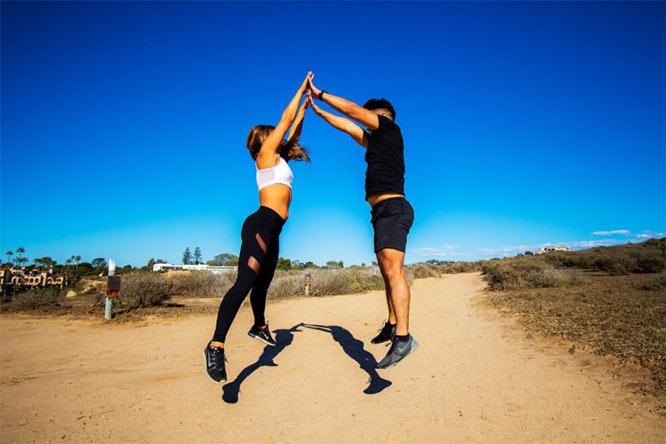 Partner Jump Squat - High-Fives